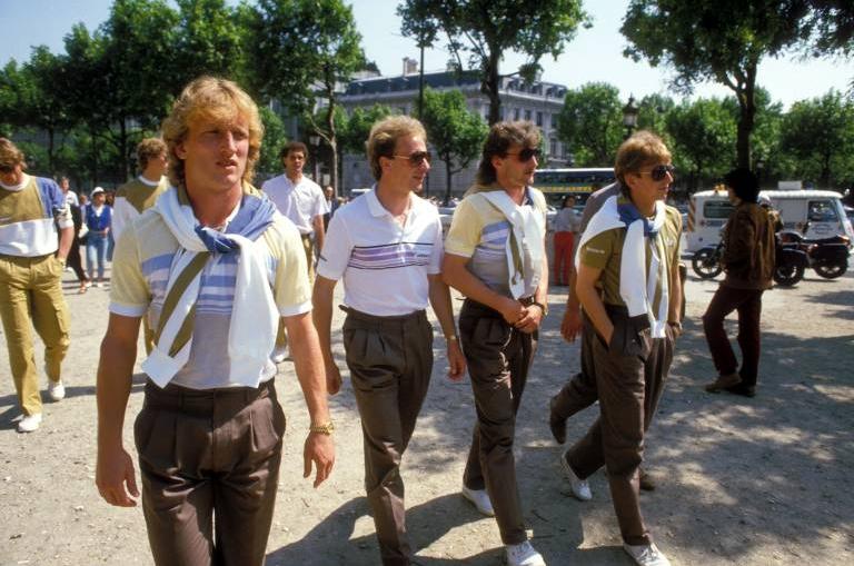 Deutsche Nationalspieler flanieren bei der EM 1984 durch Paris
